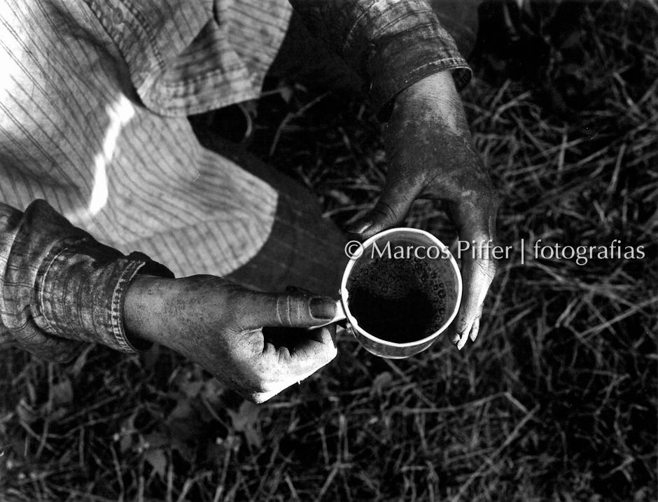 ALFENAS_caneca café cor Marcos Piffer
